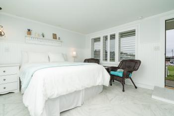 Boat House - Lawn Queen-Double room-Harbor View-Standard-Ensuite with Shower - Boat House - Lawn Queen-Double room-Harbor View-Standard-Ensuite with Shower