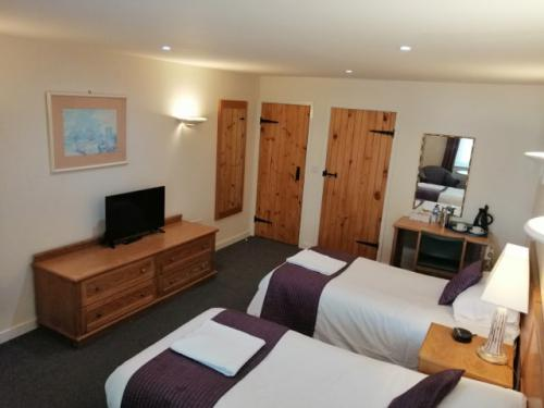 Twin room-Ensuite-Disabled Facilities - Base Rate