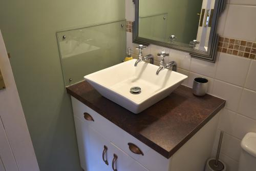 Double room-Standard-Ensuite with Bath-Courtyard view-Room 3 Double