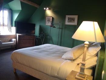 Chambre golf avec son lit double de 180x200 et, si besoin, son lit d'appoint