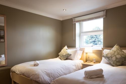 Twin room-Standard-Ensuite - Base Rate