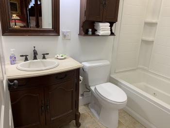 Ensuite tub with jets