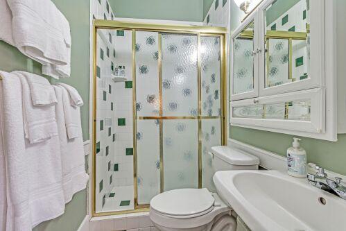 Coastal/Charleston Rice Room - Bathroom