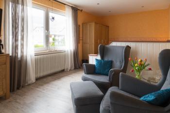 Komfort-Doppelzimmer mit Balkon & Stadtblick