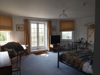 Suite-Ensuite-w/Balcony