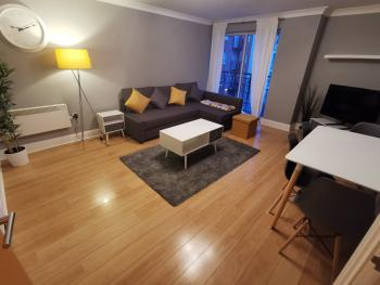 The Qube Apartments * Sleeps 6 * Parking -