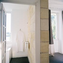 Triple-N°3-Confort-Salle de bain et douche-Vue sur la rivière