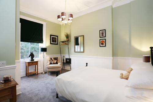 King-Superior-Ensuite with Shower-Courtyard view-1st Floor - Bed and Breakfast