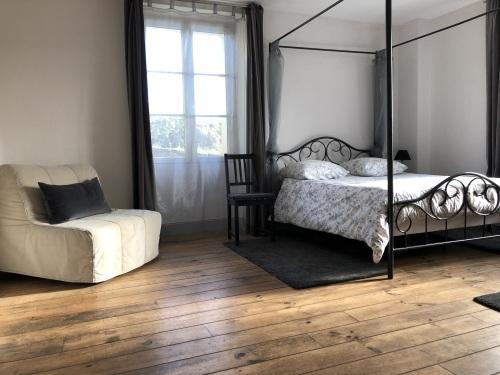 SUITE ROSE / Salon + chambre / REZ DE JARDIN