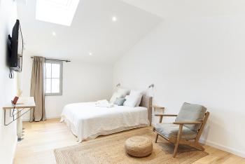 Chambre n° 16 lit double et fauteuil