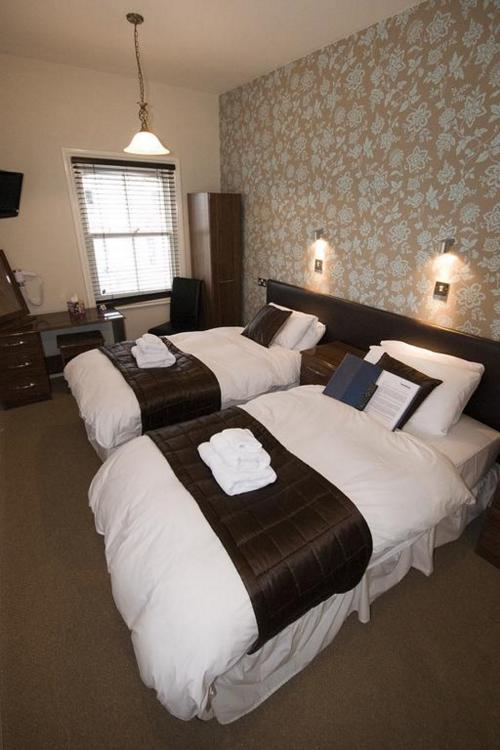 SuperKing-Double or Twin-Ensuite - Base Rate - Room Only
