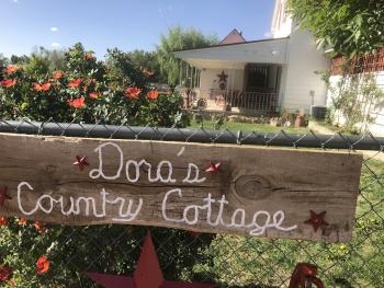 Dora's Country Cottage - Sign in front of Dora's Country Cottage