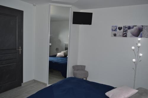 OLERON-Double-Vue sur Piscine-Salle de bain et douche - Tarif de base
