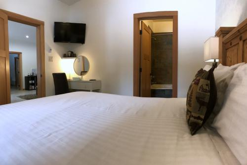 Room 2 B&B Queen En-Suite