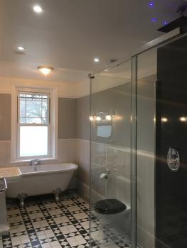Suite-Luxury-Ensuite with Bath-with Shower
