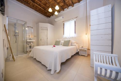 Marriage Bed-Standard-Bathroom with shower-Macarelleta