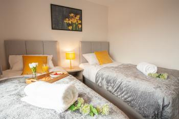 Travel Lettings - Dean House - Bedroom 1