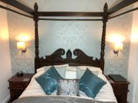 Superior junior suite with double & bunks, ensuite and sea view,