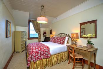 Room 31 -Queen-Ensuite-Standard-Park View