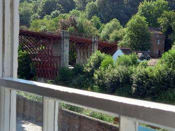 Ironbridge View Townhouse - Stunning view of the 1st Iron Bridge in the world from the lounge