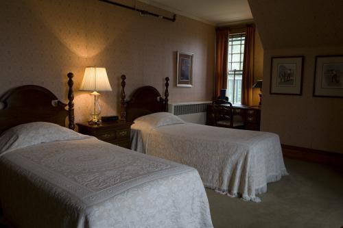 Double room-Shared Bathroom-Standard-River view-5. The Cottage Room - Base Rate