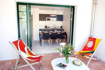 Terrasse appartement T3 donnant sur le jardin de la villa