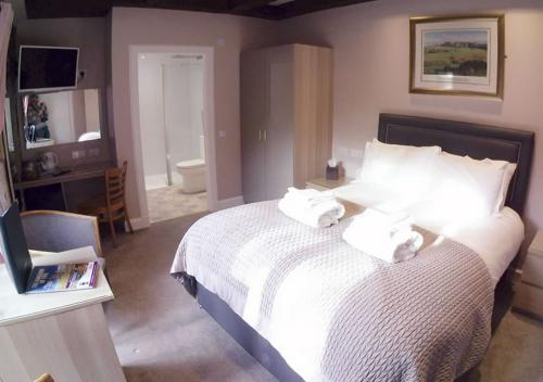 Double room-Deluxe-Ensuite with Shower-Patio - Base Rate