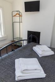 Upstairs Bedroom with comfy Kingsize Bed with TV