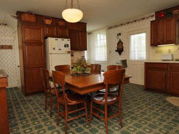 Full size kitchen to enjoy your meals