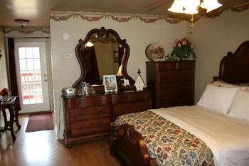 Rose Cottage-Suite-Jacuzzi-Cottage-Balcony - Base Rate