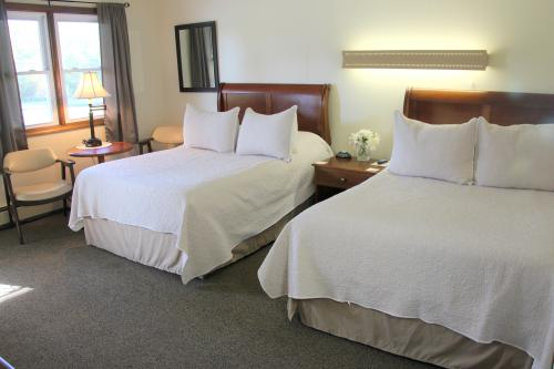 11 -2 full size beds-Double room-Standard-Ensuite