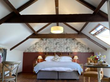 The Countryman Inn - Lovely, light & airy