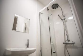 Double room-Deluxe-Ensuite with Shower-Street View - Base Rate