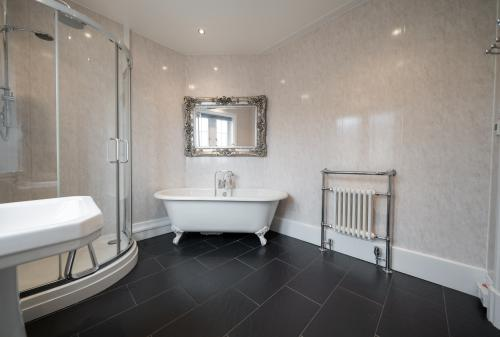 Large bathroom with underfloor heating.