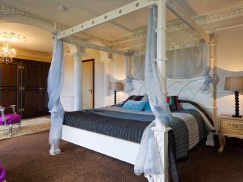 Redhill House Boutique Hotel - Four Poster