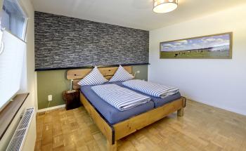 Ferienwohnung-Komfort-Ensuite Dusche-Blick auf den Kanal - Standardpreis