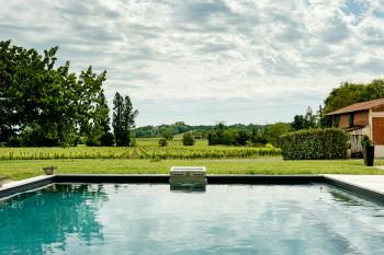 Depuis la piscine, vue sur nos vignes