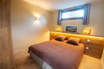 Chambre en configuration un lit double