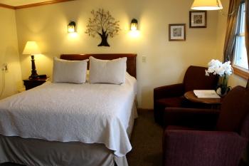 03 - 1 Queen size bed-Single room-Queen-Ensuite - Base Rate