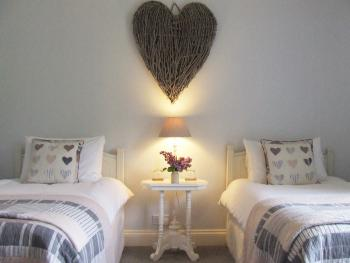 Lobhill Farmhouse - The White Room - a serene and calming twin en suite room