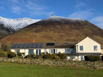 The Bungalows Country Guest House - The Bungalows with Blencathra in the back ground