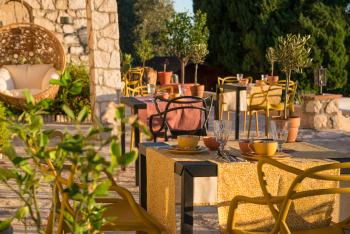 Bastide les 3 Portes La terrasse petit dejeuner