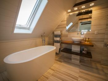 Auberge Thon Jaune –  King Suite Bathroom 2