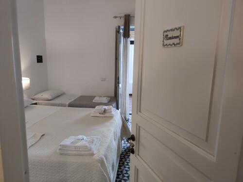 Quadrupla-Familiare-Bagno in camera con doccia-Vista mare-Maredamare