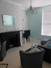 Higher Living - Professional Southsea Apartment - Lounge