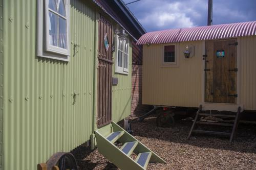 Hut-Superior-Ensuite with Shower-Courtyard view-Family Shepherd Hut - Base Rate