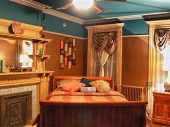 Havana Brown Queen Room