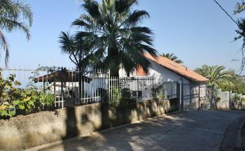 Außenansicht Haus Ferienwohnung von der Straße aus gesehen © Ferienwohnung Casa Belle Vacanze