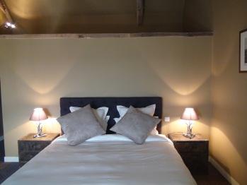 Chambre chasse à tir avec son lit double de 180x200 et, si besoin, son petit lit d'appoint
