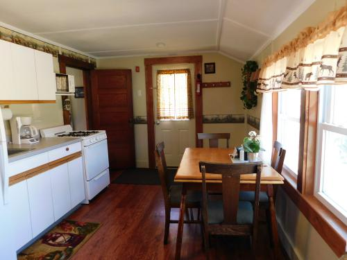 #4 - The Adirondack -Cottage-Private Bathroom-Large - Base Rate